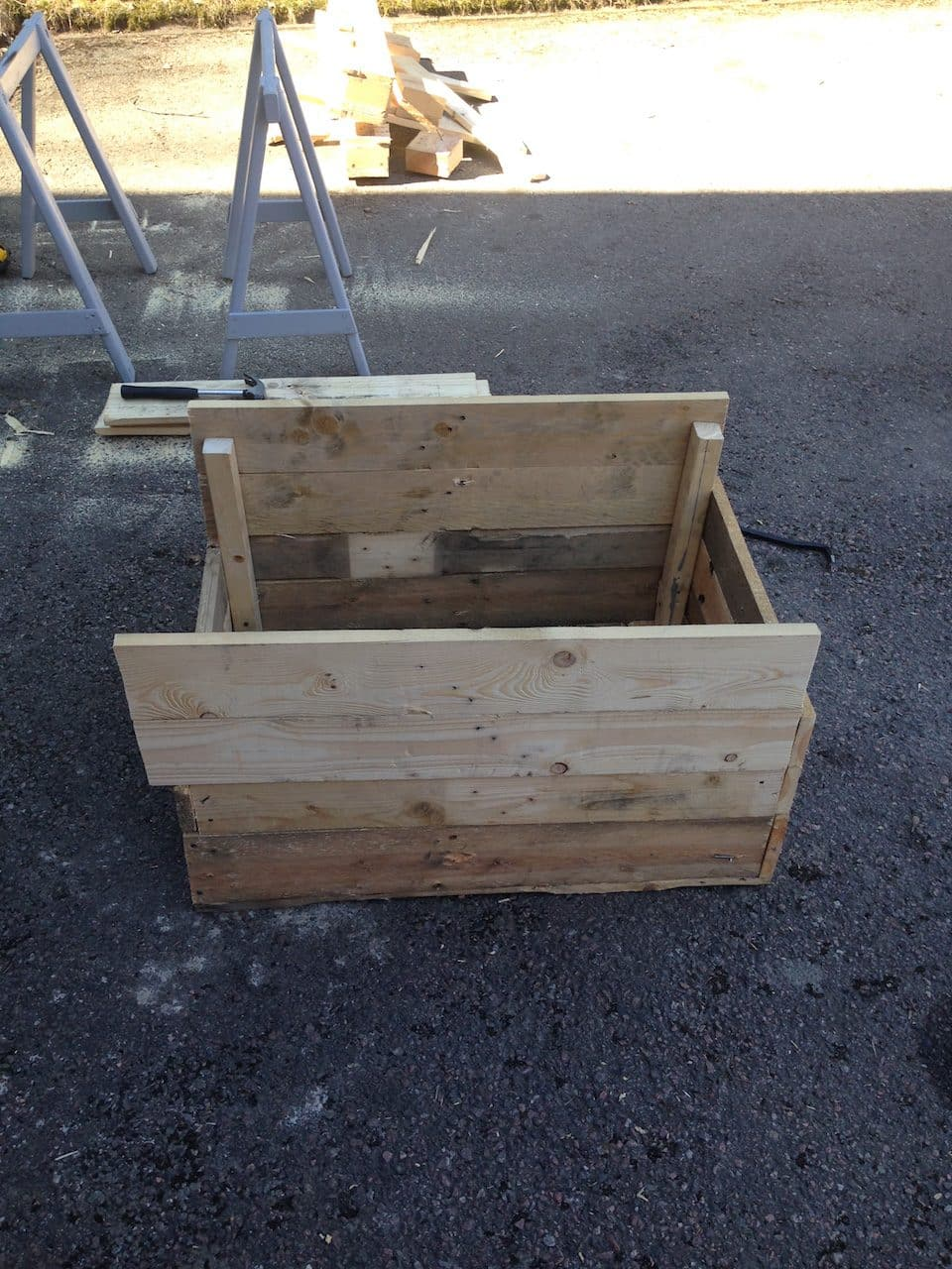 Diy pallet planter box easy to build recycle nick power keep building up the walls in the same fashion until you get to the height you want solutioingenieria Choice Image