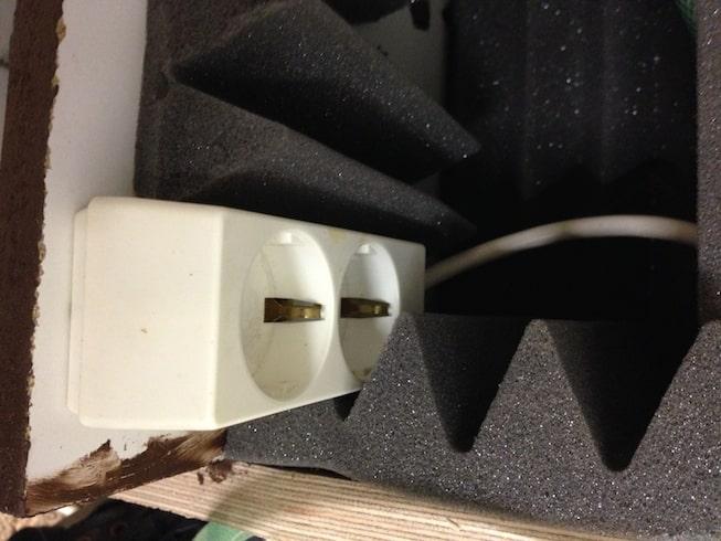28. Mount internal power extension block